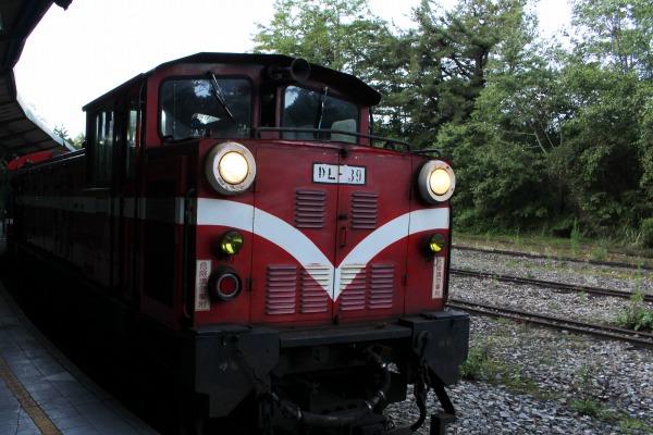 阿里山森林鉄路の赤い車体